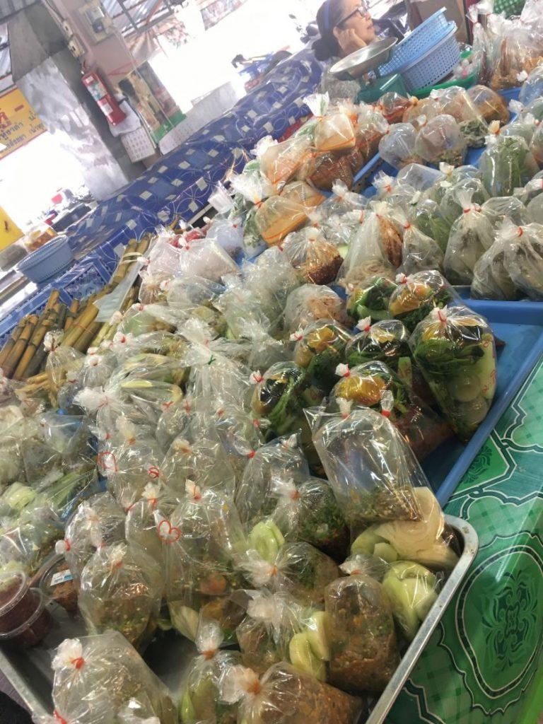 Aliments emballés à l'aide d'un sac en plastique