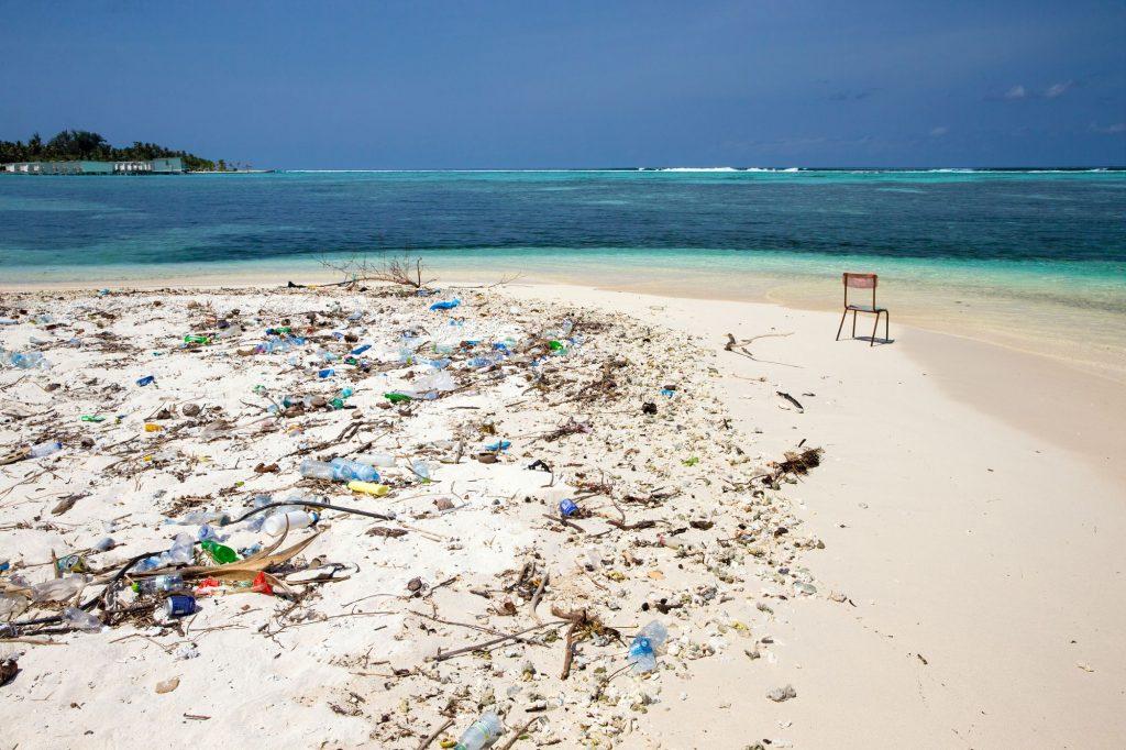 plage-plastique