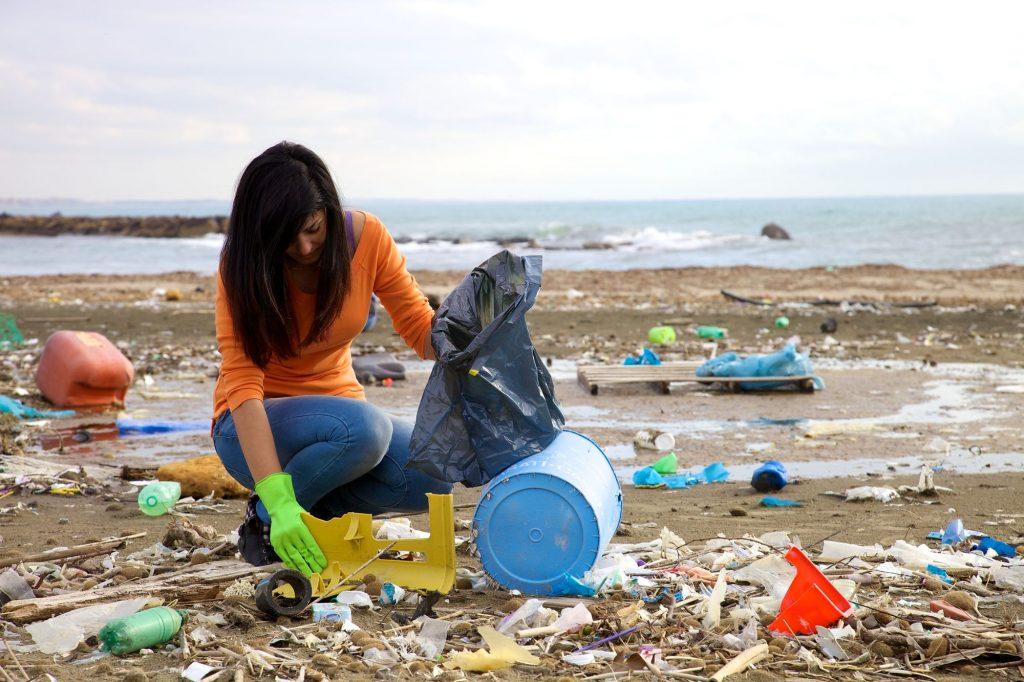 Strand-Aufräum-Freiwilliger