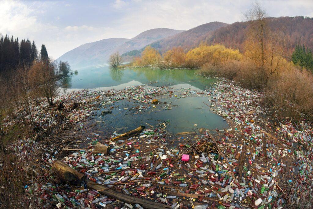 Plastikmüllbehälter